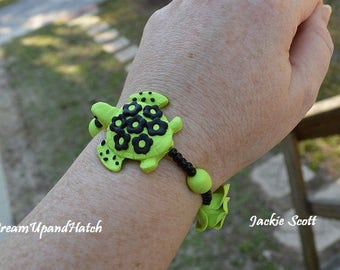 Green Turtle Stretch Bracelet (Free Shipping/Handmade)