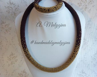 Necklace of plait of beads