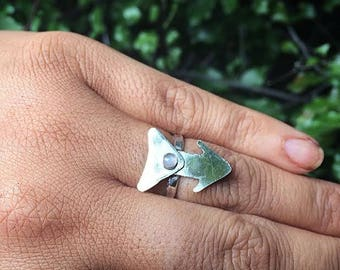 Moonstone Arrow Ring / Sterling Silver Ring / Rainbow Moonstone Ring / Silver Arrow Ring / Silver Moonstone Ring / Hammered Moonstone Ring