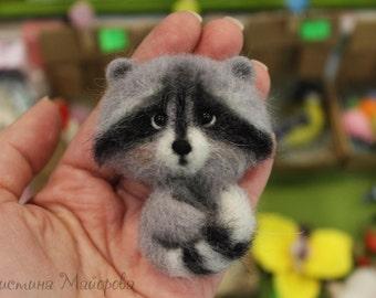 Brooch raccoon