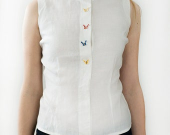 Vintage 70s White Linen Top, Sleeveless with Butterfly Buttons by Peck & Peck Fifth Avenue New York. Size S