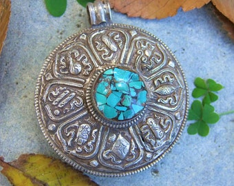 Tibetan pendant. Tibetan Jewelry. Tibetan pendant. Tibetan silver pendant. Pendant ethnic. Tibetan jewelry. Ethnic jewelry.