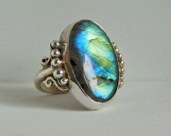 950 Silver ring with Labradorite