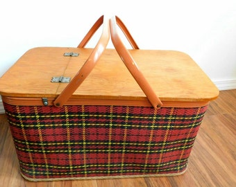 Vintage 1950s plaid REDMON picnic basket metal handles and rim