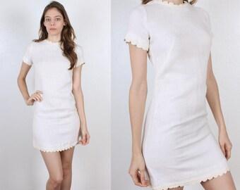 60s White Mini Dress // Vintage Scalloped Edge Shift Dress 70s Embroidered Spiral Hem - Small