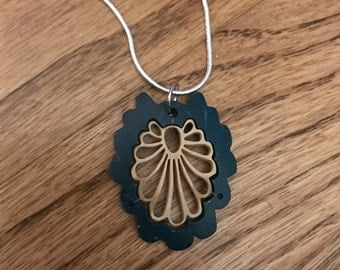 Vintage inspired wooden scallop pendant necklace