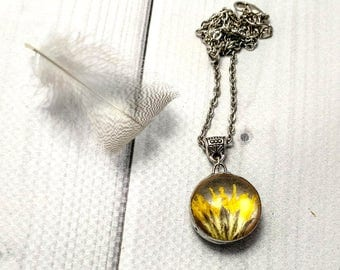 Yellow daisy Pressed flowers Tiny necklace Flower necklace Nature lover Rustic pendant Yellow Stained glass Unique jewelry Natural flower
