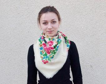 Ukrainian woolen shawl. Vintage.