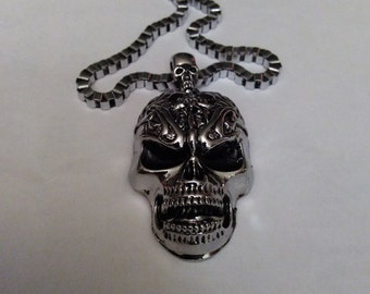 Big Silver Skull pendent with necklace