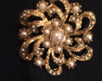 Pearl and Gold Round Brooch