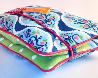 Pretty and practical diaper bag for about 3-4 diapers