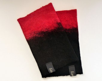 Delicate felt wrist warmer in black and red