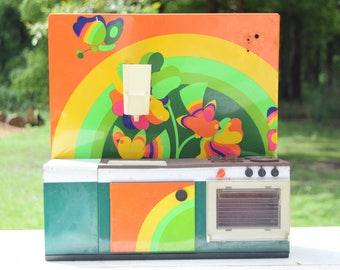 Kitchen Dollhouse / 70s / psychedelic patterns and colors