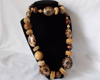 Vintage Hawaiian Opihi Seashel Wood Beaded Necklace Genuine 34 inches PAID FREE SHIPPING