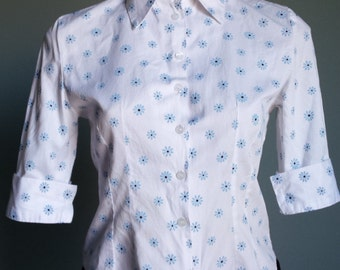 Pretty vintage 1970s crisp white cotton blouse with blue floral print