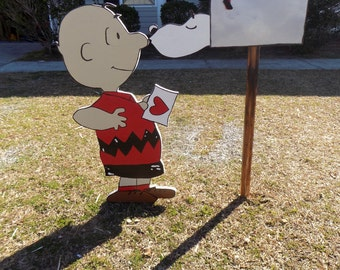 Charlie Brown and Snoopy Peanuts Happy Valentine's Day Outdoor Lawn Decorations
