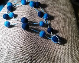 Бусы из шерсти и бисера, Beads made of wool and beads