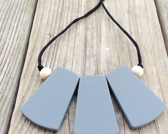 Modern mom teething necklace