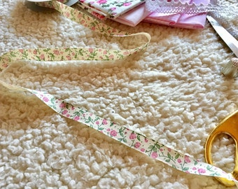 1 m vintage ribbon with floral pattern, floral print ribbon, pink floral pattern ribbon, cardmaking ribbon, craft tape