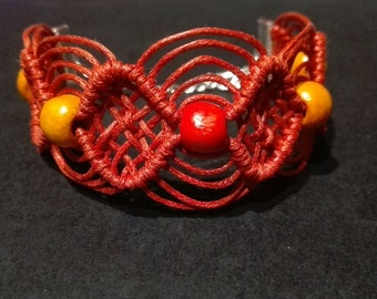 Macrame bracelet in various colors.