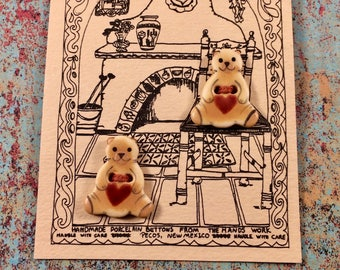 Very Collictible The Hands Work of Pecos New Mexico 2 Bears with Red Hearts Porcelain Ceramic Buttons on Original Cards CUTE!
