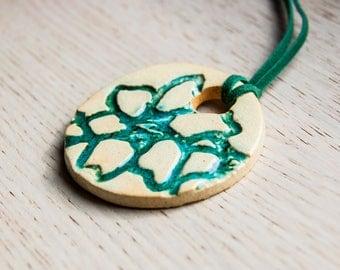 Alhena - ceramic pendant with a floral pattern