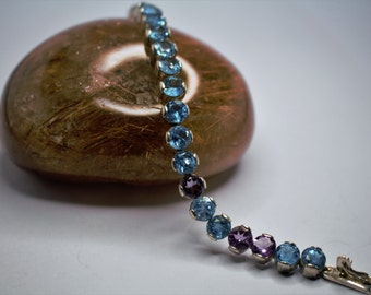 Silver bracelet set with a Topaz blue and Amethyst