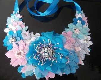 Amazinge Bib Necklace, felt necklace. Multicolor. Blue, pink and white felt and organza flowers necklace