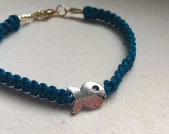 Macrame bracelet blue with silver fish