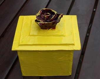 Box with rose