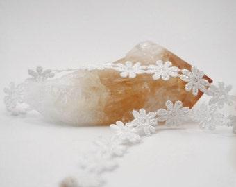 White daisy lace choker