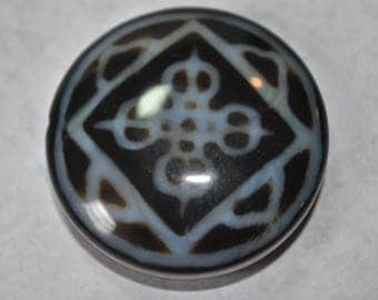 Black and white pendant, destash