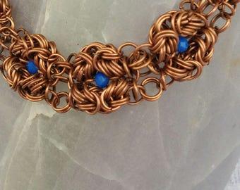 Üppiges Chainmaille Armband Byzantine mit Glasperlen