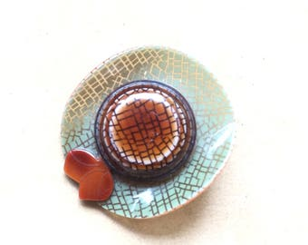 Lea Stein signed  vintaige brooch hat
