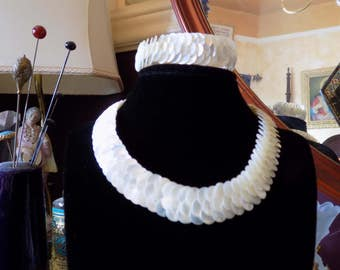 Stunning mother of pearl necklace and bracelet.