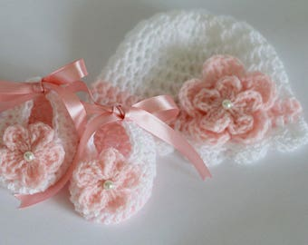 Crochet Baby Gift Set Crochet Baby Girl Hat and Booties, White Salmon Pink Size Newborn , 0-3 Months