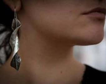 Twisted leaf, silver 925 earring