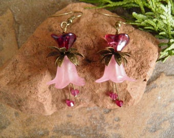 Vintage,Pink Frosted Lucite Flower Dangle Earrings,Swarovski Fuchsia Bicone,Fuchsia Czech Glass Flower, Antique Brass,Drops,E013