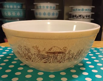 Vintage Pyrex 403 Forest Fancie Nesting Bowl