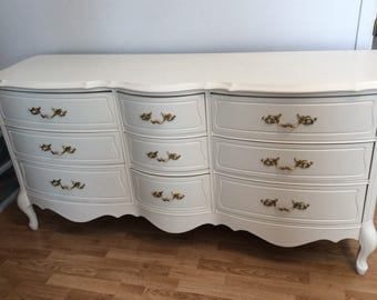 Chest of drawers french Provincial