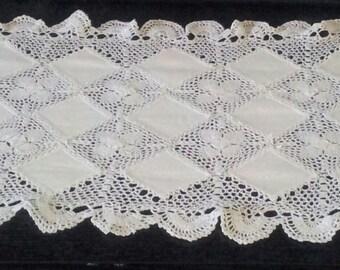Vintage Linen and Crochet Runner Doily , Linen Doily, Vintage Doily, Crochet Doily, Vintage Runner