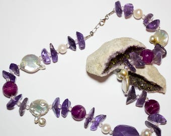 Necklace with freshwater pearls with silver closure