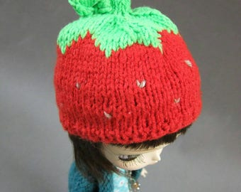 Hat for Pullip doll, strawberry, knitted