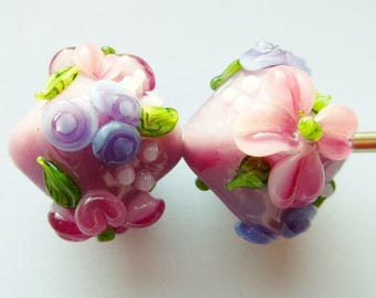 Glass lampwork beads in pink with floral decoration