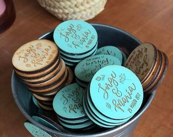 Plywood with magnet, wedding, guests, guests, gift for guests, with magnet badge detail.