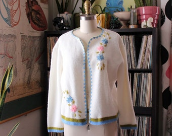 1960s cardigan with embroidered flowers . soft open front cardigan sweater . womens size medium large