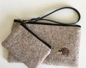 Wool wristlet set - beige nep wool with a hedgehog applique.