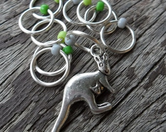 Medium Snag Free Knitting Stitch Markers Silver Tone Kangaroo Mother and Joey Charm Seed Beads Fits Needles Up To 6.5mm