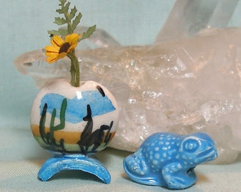 Miniature Peru Vase and Turquoise Frog Set with Sunflower in 1:12 Scale for your Dolls House