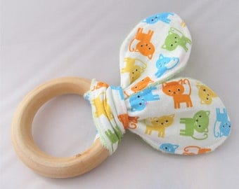 Natural Wooden Teether with Crinkles - Kitty Kitty in Bermuda - New Baby Girl Gift - Natural Teething
